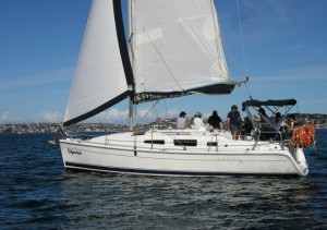Hunter 33 sailing