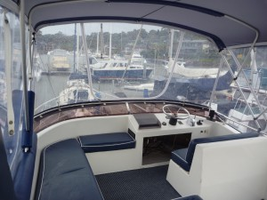 Resort 35 cruiser top steering station