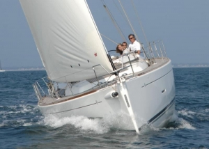 dufour335 bow1
